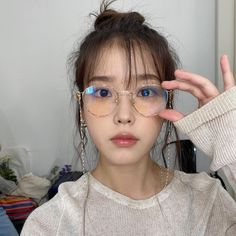 Iu Twitter, Iu Fashion, Cute Poses, Korean Actresses, Korean Actors, South Korean Girls, Kpop Girls, Female Models, Cute Girls
