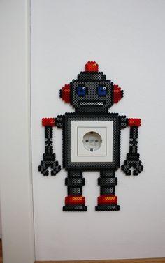 Witzige Steckdosenfigur Roboter aus Bügelperlen