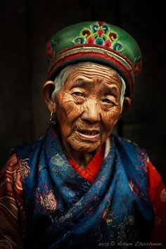 Woman wearing traditional clothes from the Tamang Region of Nepal, Photo by Artem Zhushman on We Are The World, People Around The World, Nepal People, Costume Ethnique, Old Faces, World Cultures, Interesting Faces, Belle Photo, First World
