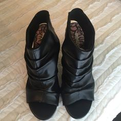 """Unlisted Heels Open toed and heel. 4-1/2"""" heel. Very good condition. Hardly worn. Unlisted Shoes Heels"""