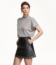 Wide-cut top in linen-blend jersey with a stand-up collar.