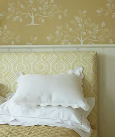 Tired of your boring bedroom decor? Wake up your sleeping space with fresh ideas. Wallpaper Bedroom, Decor, Bedroom Decor, Headboard, Interior, Home Bedroom, Modern Bedroom, Home Decor, Coastal Bedrooms