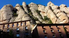 Montserrat, Barcelona #Montserrat #Barcelona Barcelona, Montserrat, Mount Rushmore, Mountains, Mansions, House Styles, Nature, Travel, Naturaleza