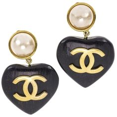 Pre-owned Chanel Wood Heart Clip-on Earrings ($1,875) ❤ liked on Polyvore featuring jewelry, earrings, accessories, brown, heart shaped earrings, heart shaped jewelry, brown earrings, wood earrings and clip earrings