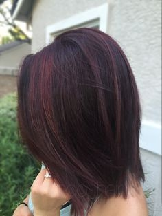Red violet hair color with some red balayage highlights on short hair! Just in time for fall and winter! FORMULA on my IG: jessvedo_hair