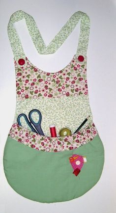 Patchwork By Yolanda Dreher: Avental Par - Diy Crafts Sewing Projects For Beginners, Sewing Tutorials, Sewing Hacks, Sewing Patterns, Fabric Crafts, Sewing Crafts, Couture Main, Pinafore Apron, Cute Aprons