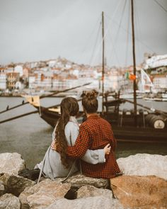 New Ideas For Travel Photos Couple Romances Travel Pictures Poses, Travel Photos, Packing Tips For Travel, Travel Goals, Japan Outfit Winter, Love Photos, Couple Photos, Porto Portugal, Mens Travel Bag