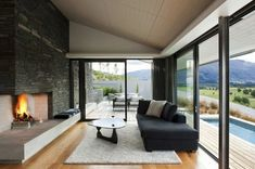 The Marmol Radziner architecture firm has completed a new private home in Mt. Barker, New Zealand. The Hawkesbury Residence by Marmol Radziner rises Appartement Design, Modern Fireplace, Fireplace Wall, Bathroom Fireplace, Fireplace Design, Beautiful Living Rooms, Best Interior, Modern House Design, Living Room Designs