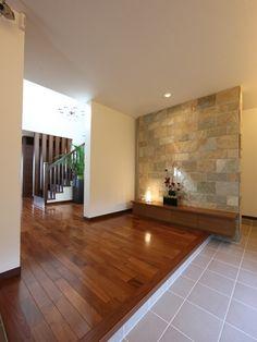 玄関 Ideal Home, House Design, Hallway Decorating, Japanese Modern House, House With Porch, House Entrance, Modern House, Porch Design, House Rooms