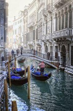 Tres Gondolas en el Sestiere San Marco. Venecia. Italia