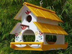 vogelhaus mit futterstelle