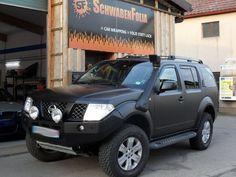 Nissan Pathfinder Schwarz Matt