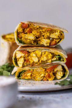 Rántottás tortilla tekercs 1db Vegan Wraps, Naan, Tofu, Tacos, Mexican, Breakfast, Ethnic Recipes, Turmeric, Red Peppers