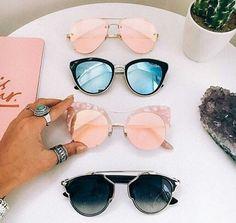 ファッションと同様に、サングラスにも流行があります。この夏の流行と共にトレンドの兆しもある進化したサングラスをご紹介します。
