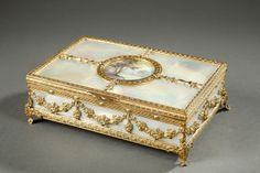 Charles X jewels box in mother-of-pearl with miniature