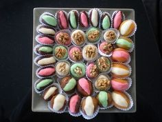 Fruits déguisés à la pâte d'amandes Fruits Deguises, Biscuits, Sushi, Food And Drink, Vegetables, Ethnic Recipes, Desserts, Comme, Dates