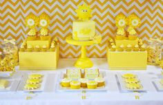 very cute details in this sunshine-themed party