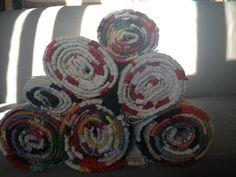 Írtam már itt a blogban, hogy a varrás mellet szőni is nagyon szeretek. Ez a tevékenységem akkor teljesedett ki igazán, mikor kaptam egy szövőállványt (addig csak keretem volt). A fonal az kinőtt, … Handmade Rugs, Weaving, Blog, Knitting, Crocheting, Stitches