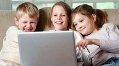 Όλοι οι γονείς ξέρουν πως είναι δελεαστικό το να μοιράζονται τις τρελές , αστείες , τρυφερές ή απίθανες στιγμές των παιδιών τους με τους φίλους τους στο Facebook . Τι πιο εύκολο λοιπόν από το να ποστάρουν φωτογραφίες των παιδιών τους στο Facebook ή σε άλλα social media . Ο κόσμος του διαδικτύου όμως δεν είναι αθώος και είναι στο χέρι των γονιών να προστατεύουν τα παιδιά τους από την έκθεση σε αυτόν http://www.safer-internet.gr/paidia-facebook/