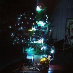 Reusa con estilo en navidad, ewaste reuse geek style . www.usofull.com.ve