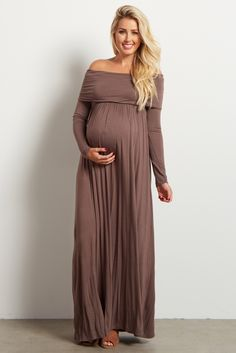 Stock up on warm essentials as we move toward fall and winter. This cowl neck long sleeve maternity maxi dress will give the comfortable, stylish look you want day or night while saving you from the cool, crisp air thanks to its long sleeves. Baby Shower Dress Winter, Maternity Dresses For Baby Shower, Long Sleeve Maternity Dress, Maternity Maxi, Maternity Fashion, Maternity Outfits, Stylish Maternity, Maternity Style, Maternity Pictures