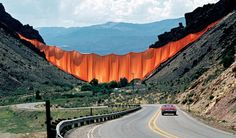 Christo and Jeanne-Claude Valley Curtain, Rifle, Colorado, Photo: Harry Shunk © 1972 Christo Amazing installation Christo Y Jeanne Claude, Bulgaria, Christo Artist, Theme Design, Set Design, Art Intervention, Pop Up Art, Richard Long, Paisajes