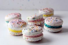 180 mentions J'aime, 4 commentaires – Crème Macarons (@crememacarons) sur Instagram : « Check out my latest blog on how to decorate the Paint Splatter Macarons. Link is in the Bio!… »