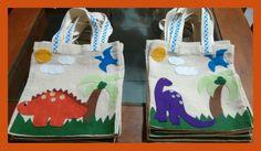 Arte em feltro Sacolinha para festa infantil. Tema - Dinossauro.