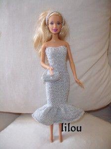 Je n'ai rien à me mettre ! Le cri du coeur de Barbie lorsqu'elle regarde son armoire remplie de toutes sortes de tenues. Rectification: je n'ai rien à me mettre de neuf pour sortir ce soir ! Donc, ni une, ni deux, je prends mes aiguilles et lui fait une...