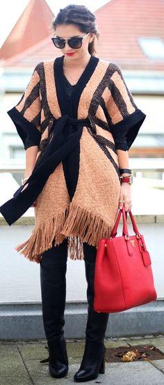 Tendencias: Para los días frescos - Poncho 👌🍁🍁 Muchas Instagrammers, bloggers, influencers, it girls para los días fríos eligen poncho, como una alternativa al habitual abrigo.