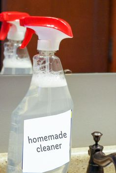 DIY homemade glass cleaner with ammonia. Make your homemade windex that's great for mirrors, showers and windows. Best Shower Cleaner, Best Glass Cleaner, Homemade Glass Cleaner, Diy Window Cleaner, Mirror Cleaner, Homemade Cleaning Products, Cleaning Recipes, Cleaning Hacks, Cleaning Solutions
