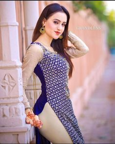 Curvy Girl Outfits, Girls Fashion Clothes, Girl Fashion, Fashion Outfits, Secy Girls, Desi Girl Image, Girls In Leggings, Tight Leggings, Indian Girls Images