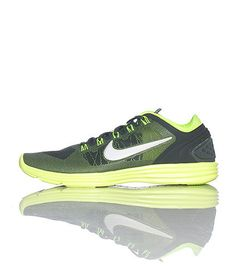NIKE Women's low top sneaker Mesh material throughout Lace closure Flexible material for comfort Tongue with logo Cushioned sole for comfort Neon green