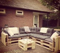 Loungebank pallets 240x200cm met kussen: moderne Tuin door Meubelen van pallets
