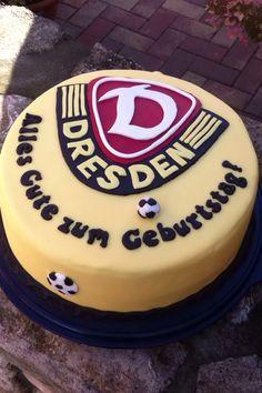 Klappe, die Zweite!!! Auf gehts in die nächste Fussballrunde!!! :-) Diesmal gabs für einen großen Fan von Dynamo Dresden eine Fussballtorte zum Geburtstag. Herzlichen Glückwunsch noch einmal.