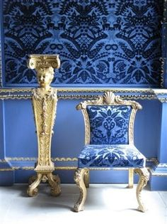 I'm a Blue Girl!and here's a beautiful Blue Velvet Room at Chiswick House, London. Velvet Room, Blue Velvet, Decoration Baroque, Blue Gold, Blue And White, Ligne Roset, Blue Rooms, Love Blue, Accent Colors