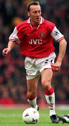 Lee Dixon , a defender who made 619 appearances for Arsenal between 1988 and 2002 Arsenal Football, Arsenal Fc, World Football, Football Soccer, Lee Dixon, Question Of Sport, English Premier League, Vintage Football, Great Team