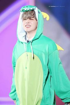 ITS A SQUISHY LINK MOCHI DRESSED AS A DRAGON I CANT
