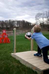 Backyard slingshot for outdoor fun with kids. Includes DIY tutorial.