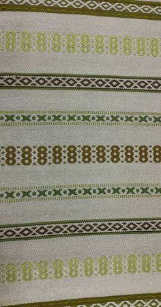 Tanhu / kirjopolku mattoa 3m Värit vanhoista puseroista, pohjana harmaa trikookude.