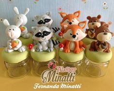 lembrancinhas-woodland-floresta-festa-woodland Tree Stump Cake, Fox Party, How To Stack Cakes, Baby Event, Clay Jar, Cute Polymer Clay, Fondant Flowers, Clay Ornaments, Clay Animals