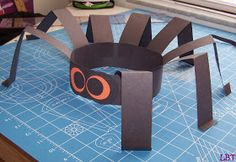 halloween- LBT: Spider Hat - Another Fun and Easy Kids Craft. Layla loved this! she got to cut, glue, and fold. Theme Halloween, Halloween Crafts For Kids, Halloween Activities, Easy Crafts For Kids, Toddler Crafts, Preschool Crafts, Projects For Kids, Fall Halloween, Holiday Crafts