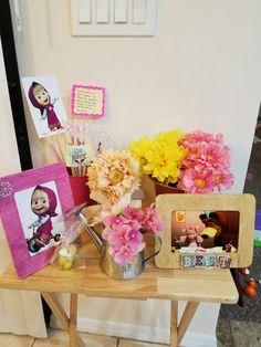 Parte de la decoración de Masha y el oso para decorara mesa