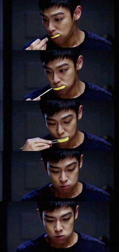 He's just cute n sexy no matter what <3 | T.O.P (Looks like a prince, eats like a dog^.^)
