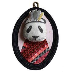 Trophée panda indien rouge