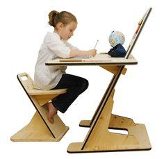 Voilà un bureau qui s'adapte à l'age et à tous. Selon la hauteur du réglage il convient à un enfant mais aussi à un adulte. Et cerise sur le gâteau, il peut même se transformer en tableau :) C'est cela une belle création.
