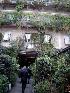 10 Corso Como entrée 10 Corso Como, Beer Garden, Stores, Terrace, Milan, Architecture, Places, Green, Gardens