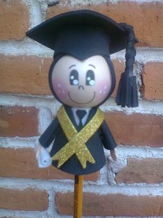 Fofulapiz de niño graduado Felt Crafts, Diy And Crafts, Big Shot, Holidays And Events, Projects To Try, Bunny, Floral, Party, Artwork