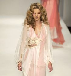 hey angels, it's me. Goddess Of Love, Armani Prive, Rosie Huntington Whiteley, Strike A Pose, Rosettes, Curly Hair Styles, Runway, Poses, My Style
