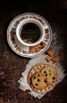 The Perfect Vegan Chocolate Chip Cookie: nothing like you've tasted before!   honey & figs